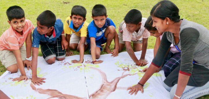 Enfants indiens dans la nature Wikimédia Commons