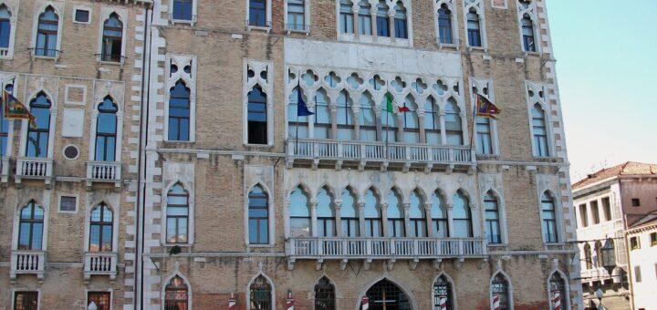 l'université Ca' Foscari - Venise (Italie).